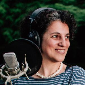 Aurora Locutora Voiceover Studio Finder