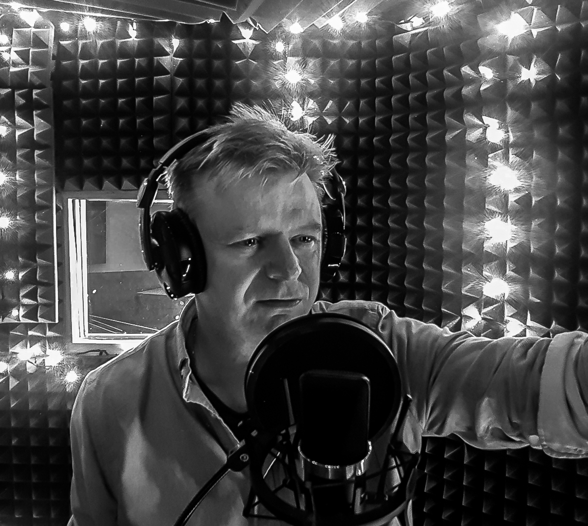 Paul Berry and Mirika Media studio - Voiceover in United Kingdom
